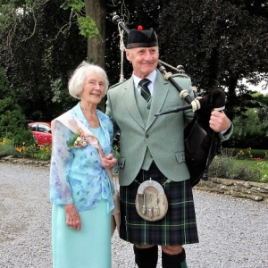 Peggy-100th-Birthday, Surprise, Bagpipes,