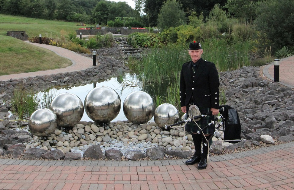 Funereal-Bagpipes, Barry-Crematorium,