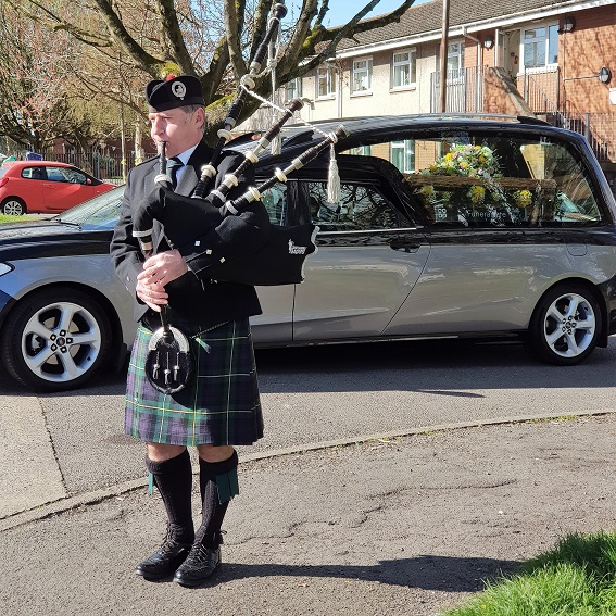 Barry-Funeral-Bagpipes,