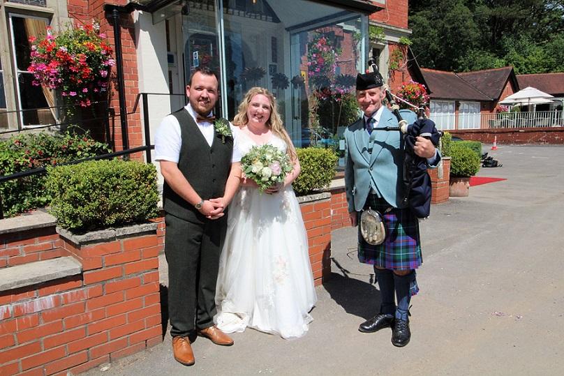 Wedding-Bagpipes-CoedyMwstwr-Hotel,
