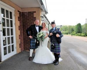 Porth-Wedding-Bagpipes-Alison-Mark,