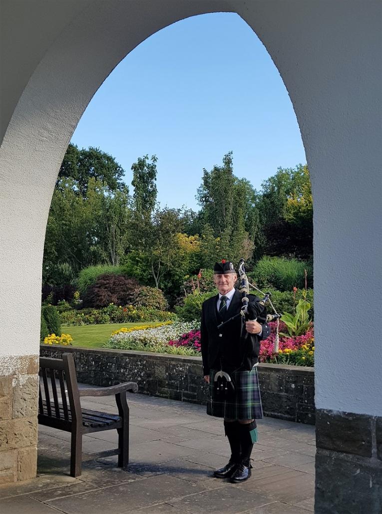 Memorial-Bagpipes-Cwmbran-Crematorium,