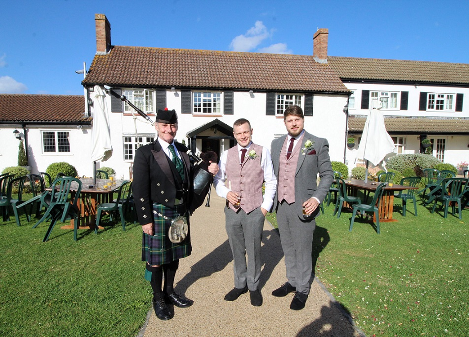 Wedding-Bagpipes Batch-Country-House Lee-Amy